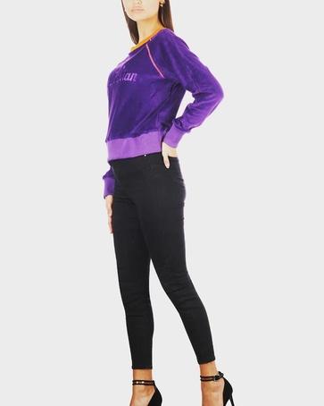 Retro velvet sweater In the colour purple.
