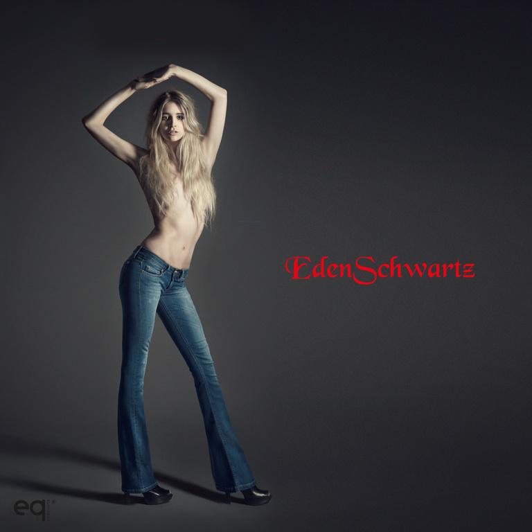 Eden Schwarz Flare Jeans