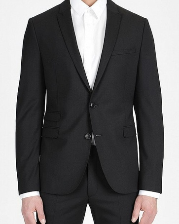 Gratis een zwarte strik bij aankoop van een zwart drykorn pak.