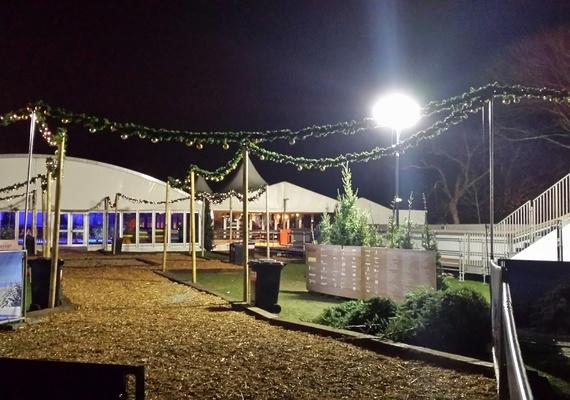 Gedurende 3 weken verzorgden wij het Event Management op deze Winterland productie voor en door Dongenaren ! Een heerlijk café, evenementen, een roejtsbaan en een geweldige ijsbaan.