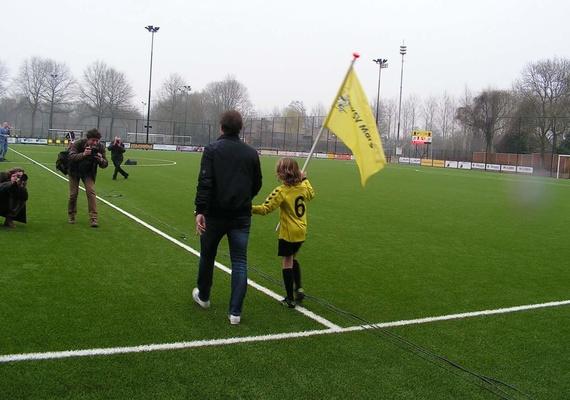 Trots ! Dat zijn alle vrijwilligers, het bestuur, de voetballers,de gemeente en de sponsors op hun nieuwe sportpark. En dat hebben we geweten... 2 fantastische dagen op Sportpark de Amstelhoef.