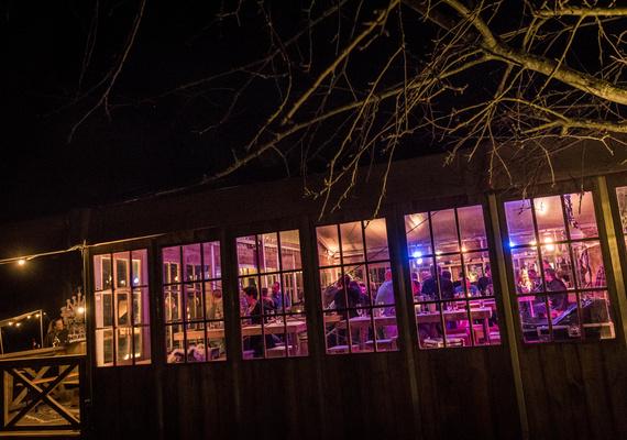 Het 90-jarig bestaan werd geen standaard feestje, maar een dag in 'the Spirit'van Mullerbouw. Voor elkaar en met elkaar dit heugelijke feit vieren. Het werd een stoere dag vol vuur, met heerlijk eten, drinken en een tof feestje in de avond.