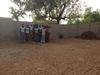 Meisjes voor de muur in Aribinda